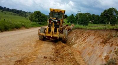 Regional do DER na Zona da Mata executa serviços de manutenção da RO-491 em Santa Luzia