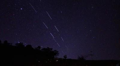 Não são OVNIs! Satélites Starlink aparecem no céu brasileiro deste domingo (10)