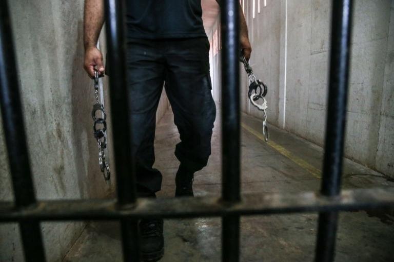 Suspeitos de matar homem a pauladas e facadas são presos pela polícia