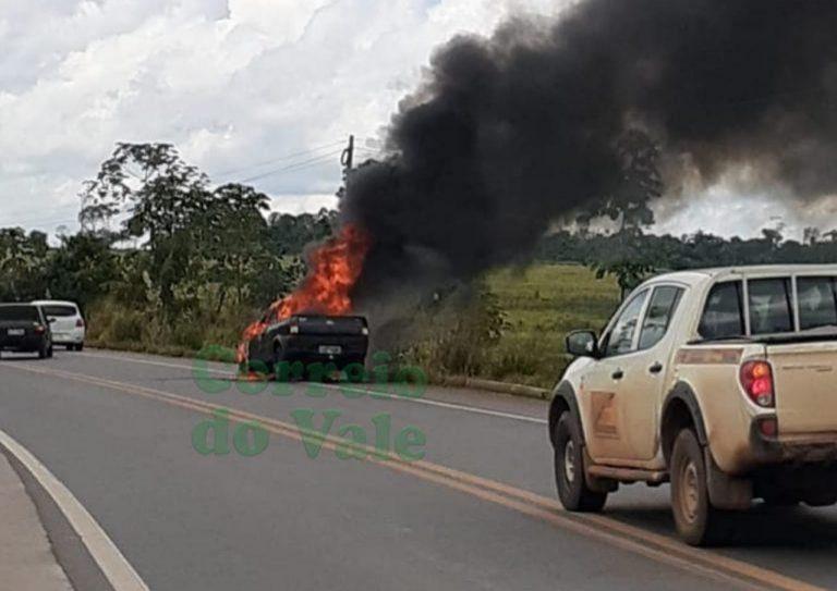 Veículo se incendeia na BR 364