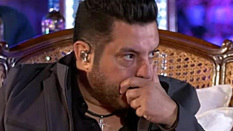 O cantor Bruno é flagrado pela polícia cantando em festa clandestina