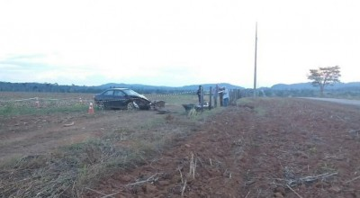 Motorista morre ao ser arremessado e esmagado por carro durante capotamento