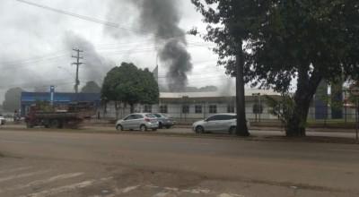 Prédio do INSS pega fogo em Porto Velho
