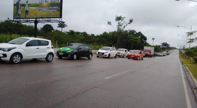 Trabalhadores protestam contra fechamento do comércio em Porto Velho