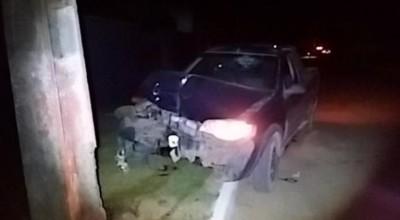 Motorista com sinais de embriaguez bate em poste de Monte Negro