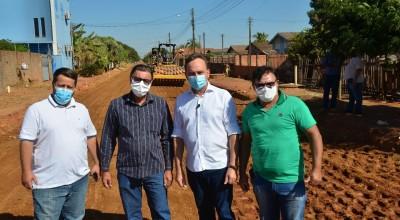Prefeito e vereadores vistoriam obras de asfaltamento em Rolim de Moura
