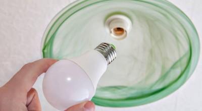 Acidente de trabalho resulta em vítima que cai da escada enquanto trocava lâmpada