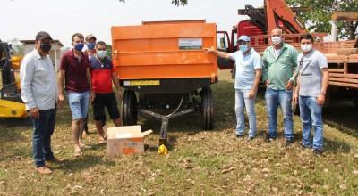 Deputado Cirone Deiró entrega equipamentos para agricultores