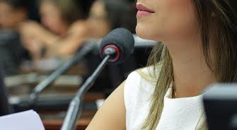 Mariana é uma das autoras da proposta de regulamentação do Fundeb