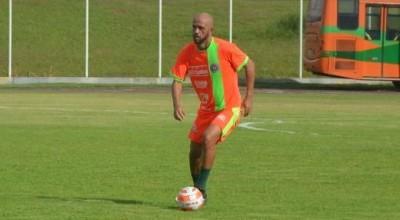 Zagueiro Junior Porto assina com o Porto Velho