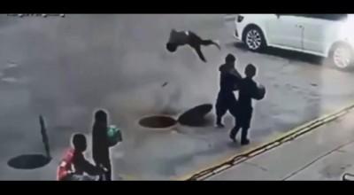 Garoto voa pelos ares após bombinha explodir em bueiro