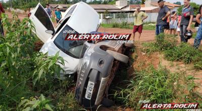 Rolim de Moura: Condutor de carro trafegando na contramão de direção atinge outro veículo no bairro Planalto