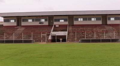"""Rolim de Moura: Estádio """"Cassolão """"terá nova iluminação e arquibancada"""