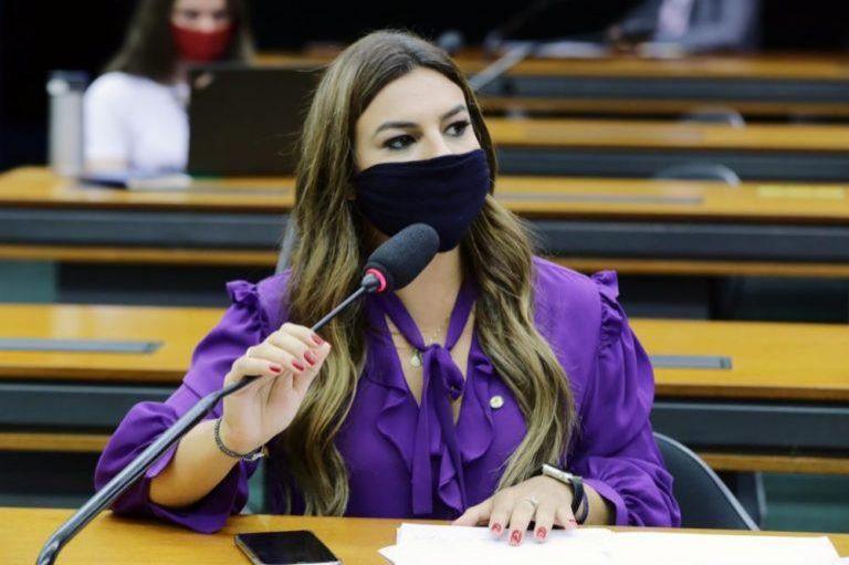 Mariana Carvalho comemora regulamentação do Fundeb; deputada é uma das autoras
