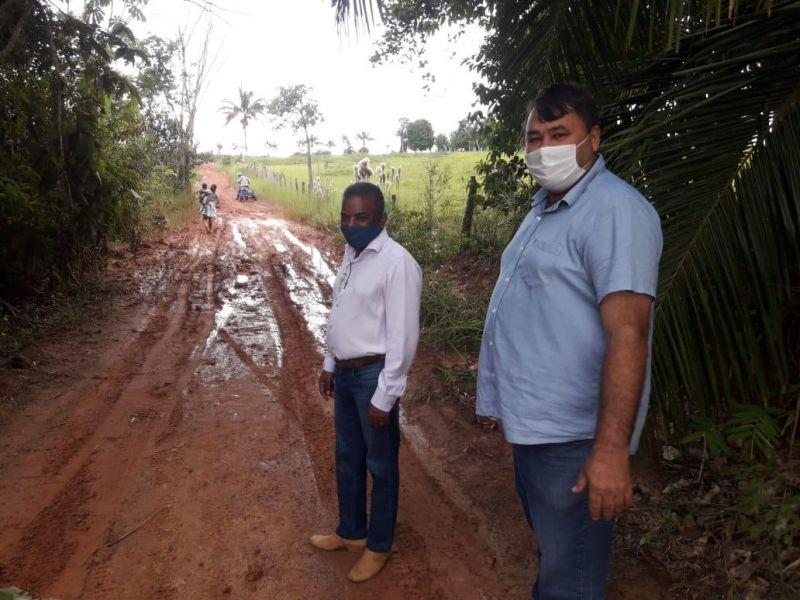 Vereador Eliomar Monteiro visita zona rural acompanhado do secretário de obras