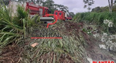 (VIDEO) - ATUALIZADA: Caminhoneiro de Rolim de Moura morre após caminhão tanque capotar na BR-364