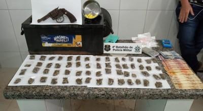 PMRO combate o tráfico de drogas e recupera celulares roubados