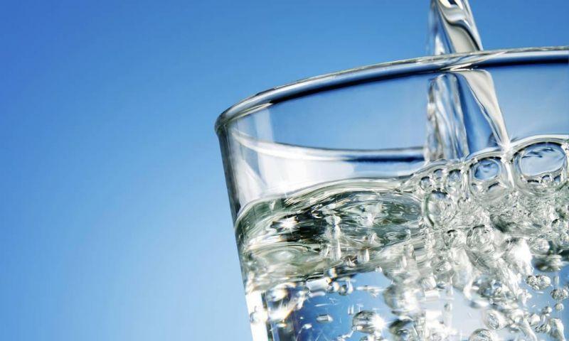 Beber água antes das refeições emagrece?