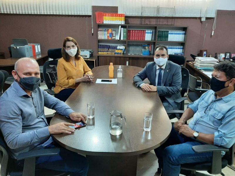 Deputado Ezequiel Neiva visita membros do PTB de Rolim De Moura