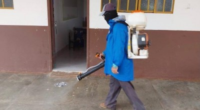 Escolas da Rede Municipal de Rolim de Moura recebem limpeza e desinfecção para combater a Covid-19