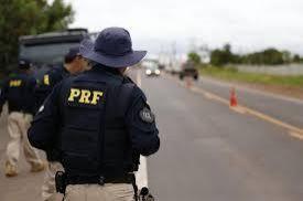 PRF prende dois na BR 364, ao encontrar armas ilegais e tatu morto dentro de veículo