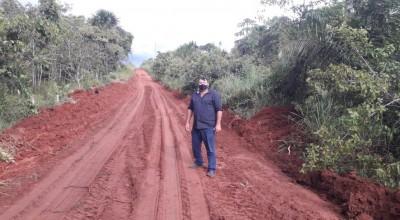 Vereador Eliomar fiscaliza serviços de restauração das vias rurais de Rolim de Moura