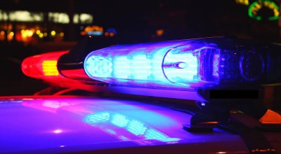 Homem tenta agredir policiais com foice e é alvejado