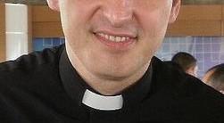Padre Marcelo viraliza nas redes sociais com nova forma física