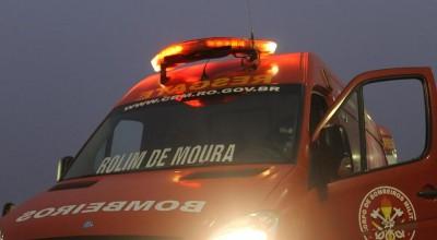Ciclista é socorrido pelos bombeiros com fratura na perna após acidente