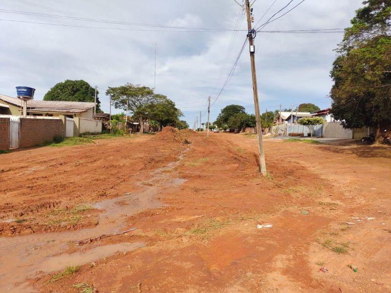 Prefeitura inicia limpeza e recuperação das ruas em Rolim de Moura