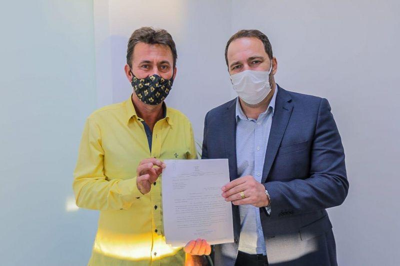 Presidente Alex Redano destina R$ 250 mil para melhorias nas estradas rurais de Nova Brasilândia do Oeste