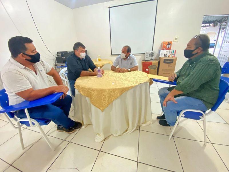 Vereador Eliomar Monteiro se reúne com deputado Laerte Gomes e solicita grade niveladora para Associação de produtores