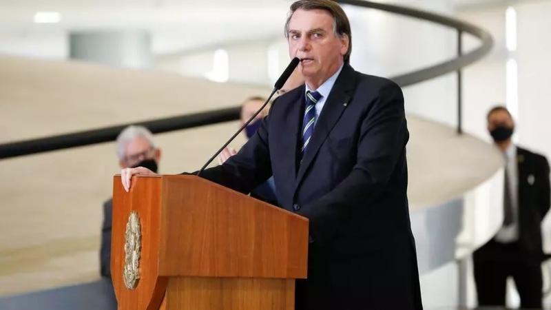 Bolsonaro quer desobrigar máscara para vacinados e quem já teve Covid-19