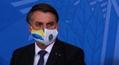 Presidente do Brasil quer desobrigar máscara para vacinados e quem já teve Covid