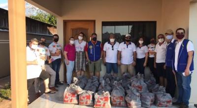Rotary Club e Rádio Rondônia entregam cestas da campanha São João Solidário em Rolim de Moura
