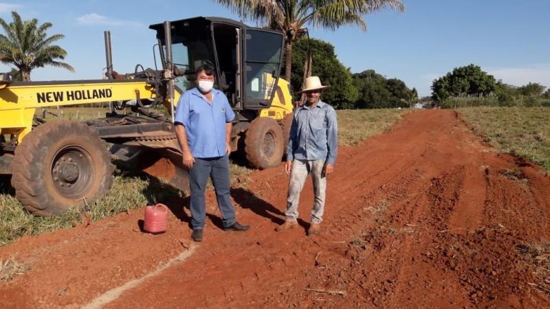 Vereador Eliomar Monteiro acompanha trabalhos na linha 196