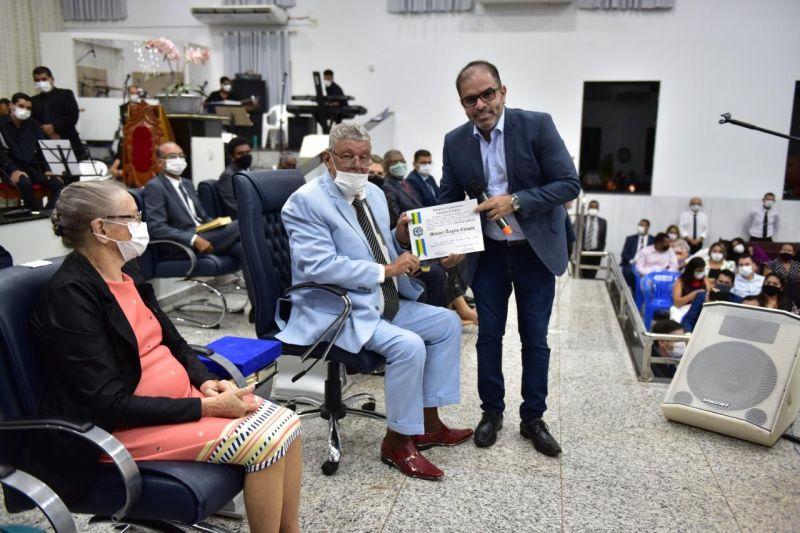 Cirone Deiró homenageia com Voto de Louvor pastor Manoel Ângelo Chagas, presidente da Igreja Assembleia de Deus, em Rolim de Moura
