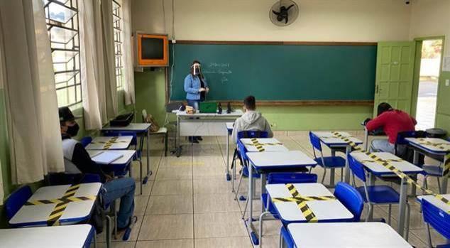 O Ministro da Educação defende retorno das aulas presenciais