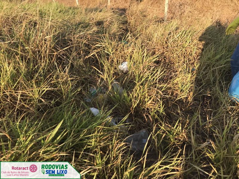 Rotaract Club promove projeto Rodovias Sem Lixo em Rolim de Moura