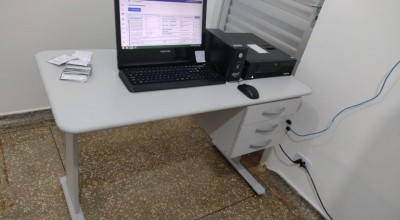 Vara do Trabalho doa mobília para sala do teste do pezinho da Policlínica de Rolim de Moura