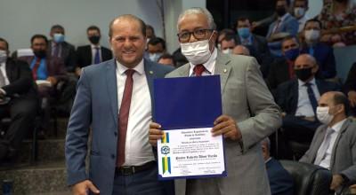 Cirone Deiró homenageia pastor Roberto Varjão com Medalha de Mérito Legislativo