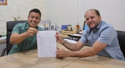 Deputado Cirone Deiró concluiu a liberação de R$ 9 milhões para obras, em Cacoal
