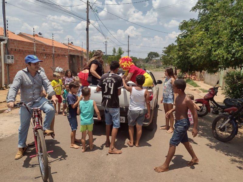 SEMAS faz festa e distribui brinquedos para comemorar o dia das crianças em Rolim de Moura