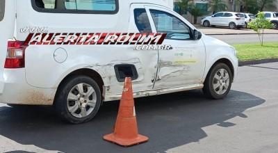 Acidente de trânsito envolvendo ambulância  foi registrado nesta tarde desta quinta