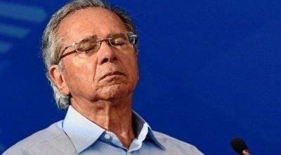 Guedes diz que estenderá auxílio, mas depois nega e cita novo Bolsa Família