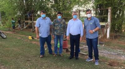 Vice-Prefeito Alcides Rosa acompanha instalação das arquibancadas no campo de Nova Estrela