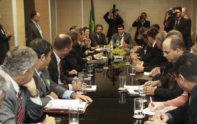 Raupp e Marinha realizam audiência na Integração Nacional com  mais de 40 prefeitos de RO