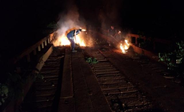 Ponte é incendiada na BR-429, Zona Rural de São Miguel do Guaporé