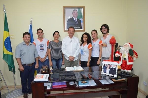 Prefeito de Rolim de Moura é entrevistado por alunos da Escola Cândido Portinari