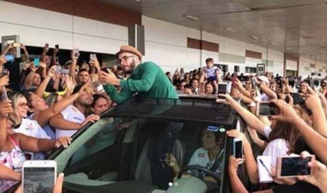 Ex-BBB Mahmoud causa tumulto em aeroporto na chegada a Porto Velho